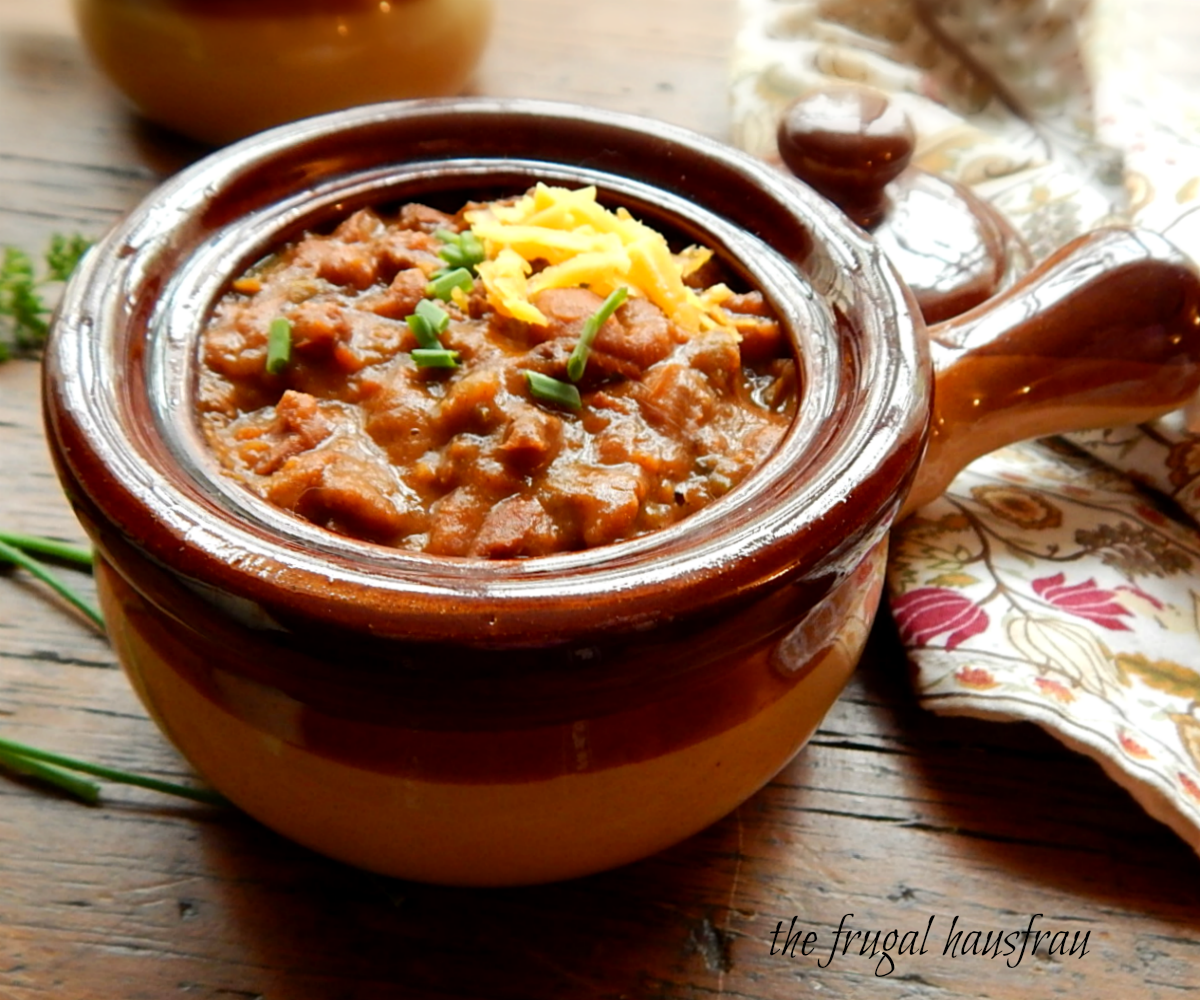 Instant Pot Chili https://frugalhausfrau.com/2017/12/24/the-best-instant-pot-chili/