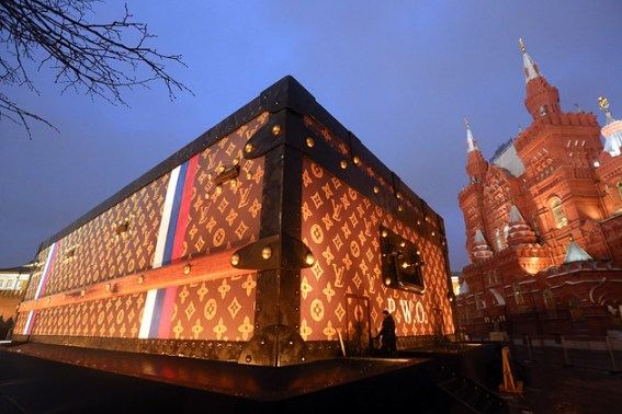 Gigantic Louis Vuitton Suitcase Occupies Russia's Red Square Photo