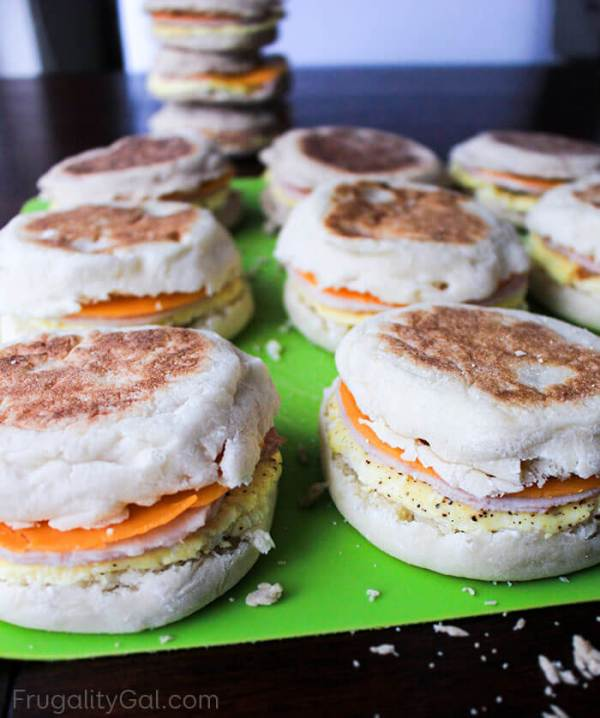 Need a quick breakfast idea for rushed mornings? These easy freezer breakfast sandwiches are super convenient to grab and go! This is a frugal make ahead breakfast idea the whole family will love and will help you save money and time too!