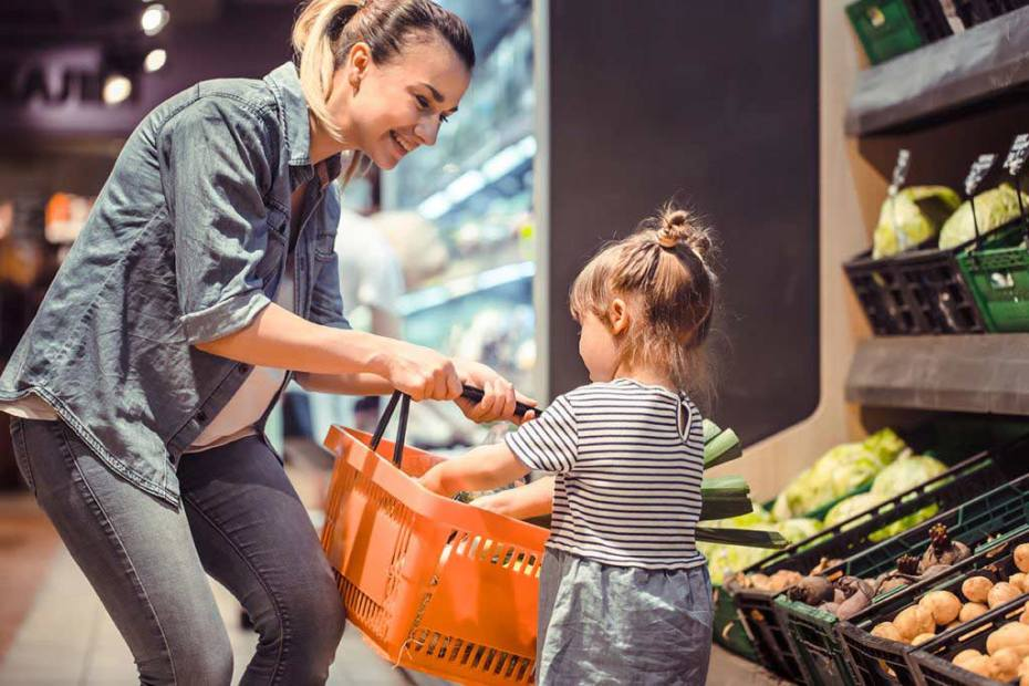 woman-child-grocery-shopping