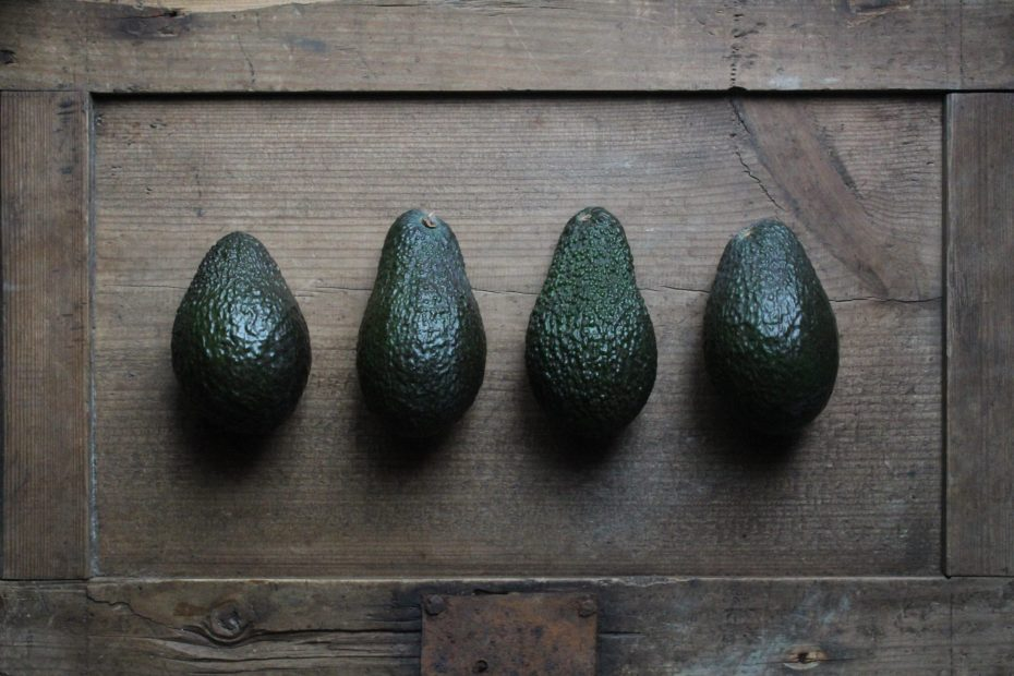 box-avocados-line