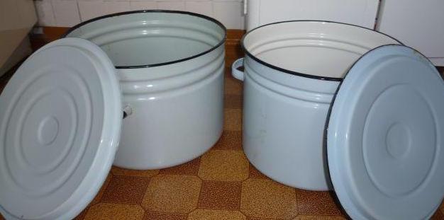 Выбирать кастрюли для хранения нужно больших объемов
