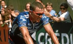Lance Armstrong finishing 3rd in Sète, taking ...