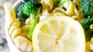 Easy Broccoli Lemon Pasta Salad Recipe (mayo-free salad)