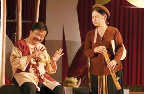 Cố NSND Trọng Khôi và NSƯT Mỹ Dung trong vở kịch Hồn Trương Ba da hàng thịt.