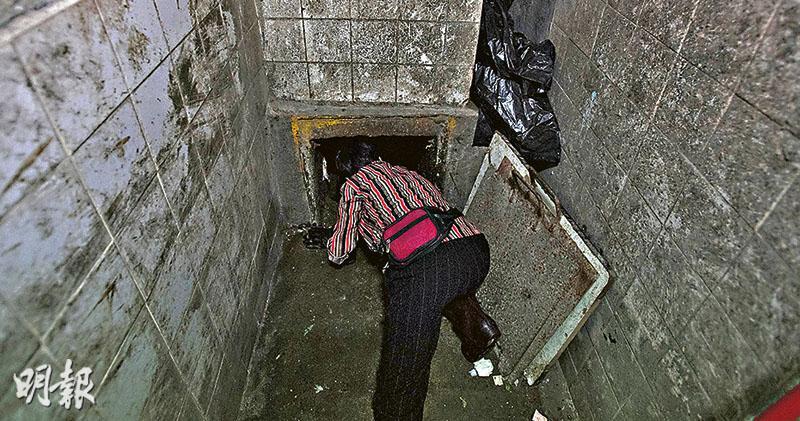 勞處指引落實參差 清潔工仍探頭垃圾槽 出事大廈槽口加鋼條 貼圖示教育 - 20190531 - 港聞 - 每日明報 - 明報新聞網