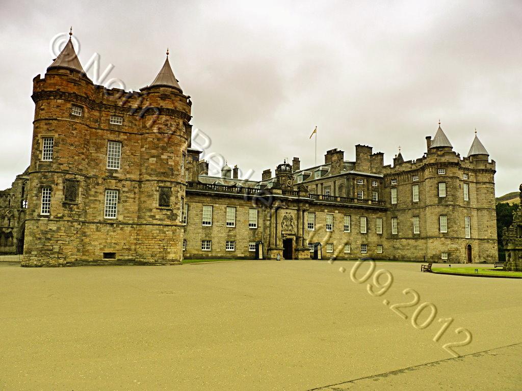 Holyrood Palace 2012 01