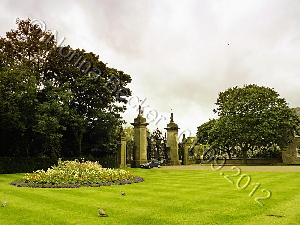 Holyrood Palace 2012 02
