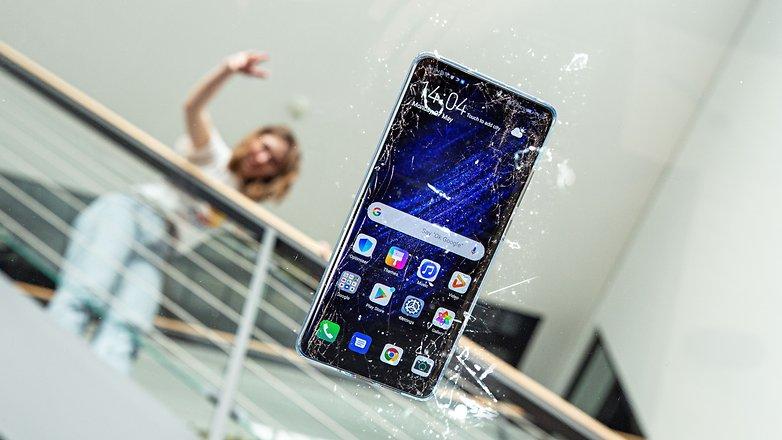 androidpit сломанный упавший смартфон треснул