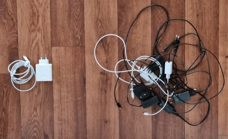 universal charger vs multiple smartphone chargers