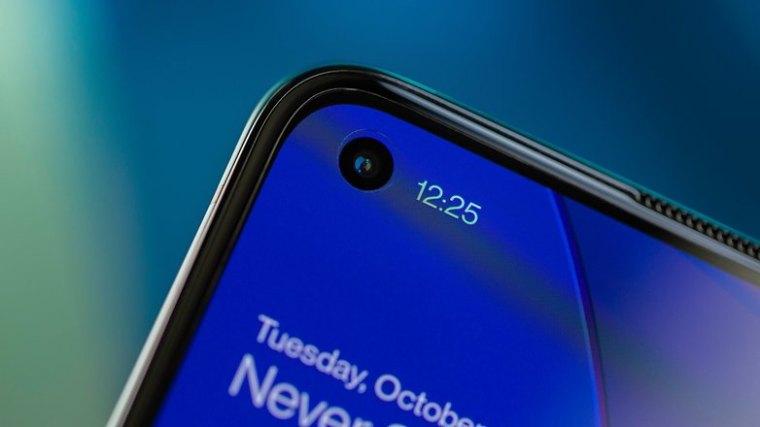 NextPit OnePlus 8T front camera