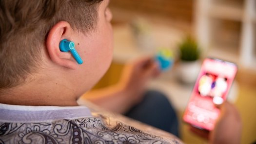 NextPIT OnePlus Nord headphones wear