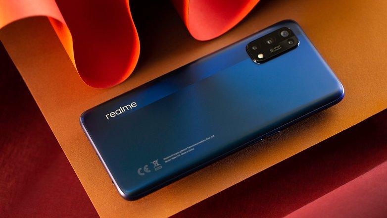 NextPit Realme 7 Pro back