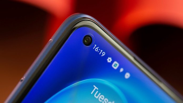 NextPit Realme 7 Pro front camera
