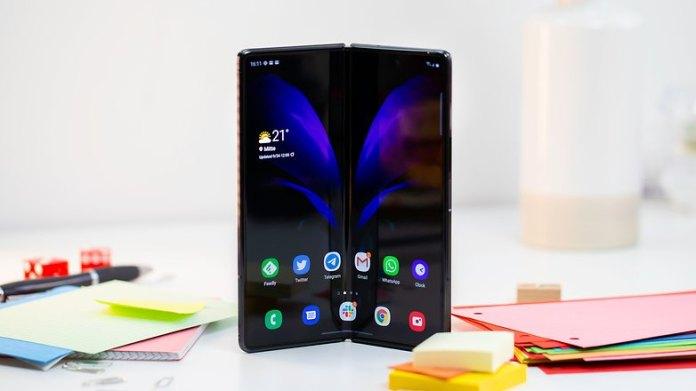 NextPit Samsung Galaxy Z Fold 2 fold screen