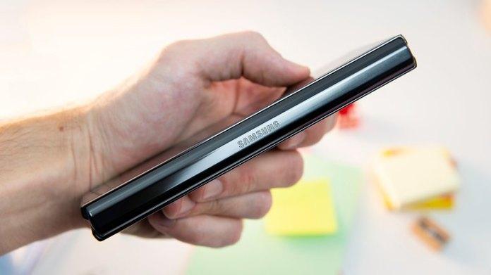 NextPit Samsung Galaxy Z Fold 2 side