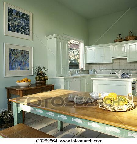 rectangulaire table bois a blanc stencilling sur vert cadre dans pastel cuisine verte a images sur les murs image