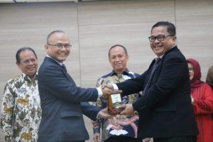 Penandatanganan Memorandum of Understanding (MoU) oleh Rektor UIN SGD Bandung Prof. Dr H Mahmud, M.Si dan Direktur Jenderal Badan Peradilan Agama Mahkamah Agung RI Dr. Drs. H. Aco Nur, SH, MH.