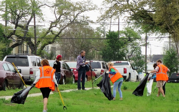 Keep New Orleans Beautiful along with City and community leaders took a pledge against litter today on the Lafitte Greenway.