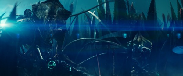 The Locusts(Independence Day) invade several sci-fi Solar ...