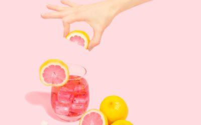 ¿Porqué beber agua saborizada? Descubre los 9 beneficios que aportan a tu organismo.