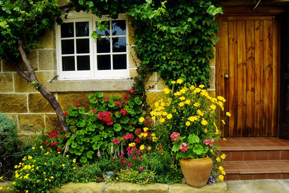 Small Garden Design for Front Yards on Landscape Garden Designs For Small Gardens id=42866