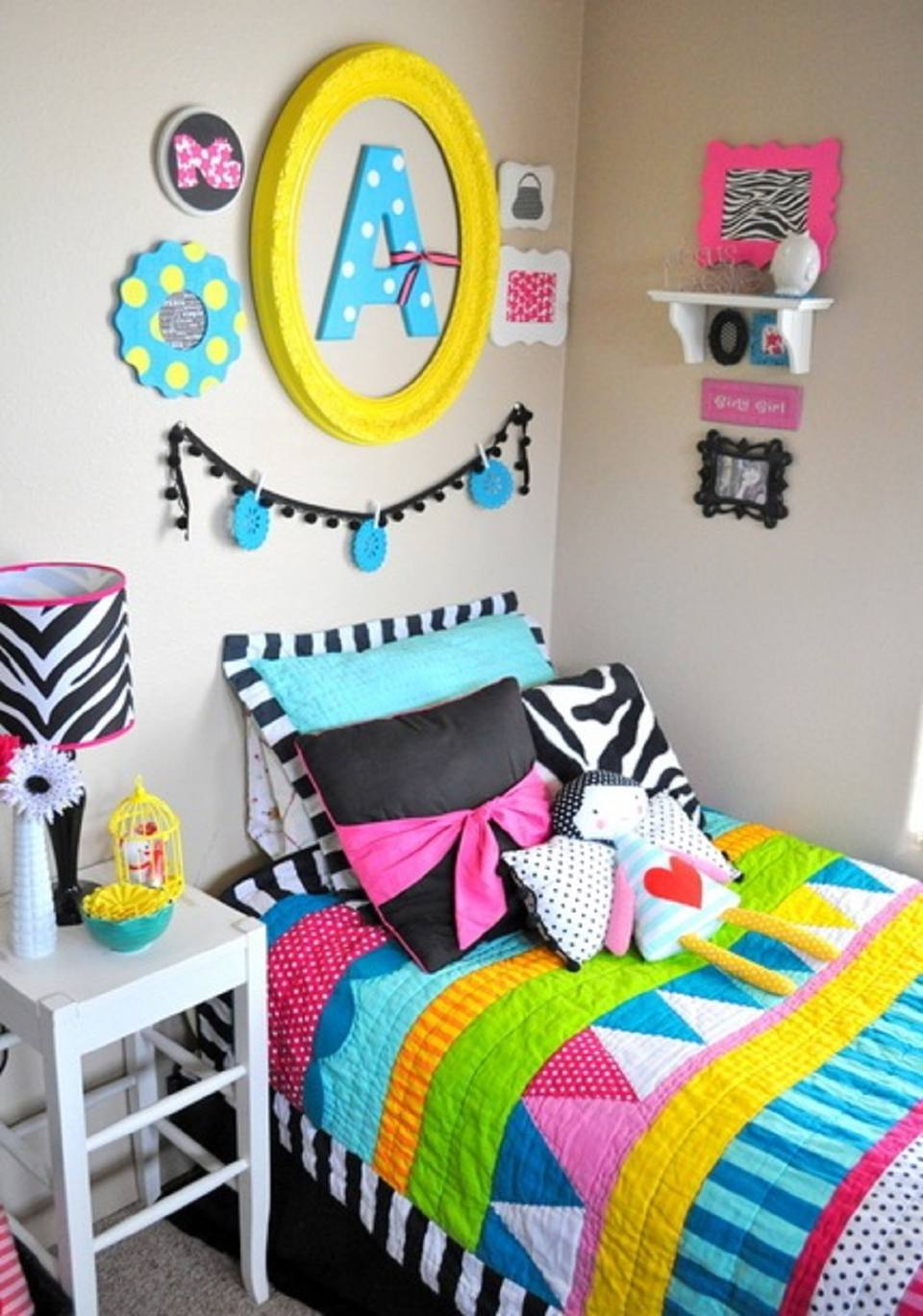 Ideas for Decorating a Little Girl's Bedroom on Girls Small Bedroom Ideas  id=59319