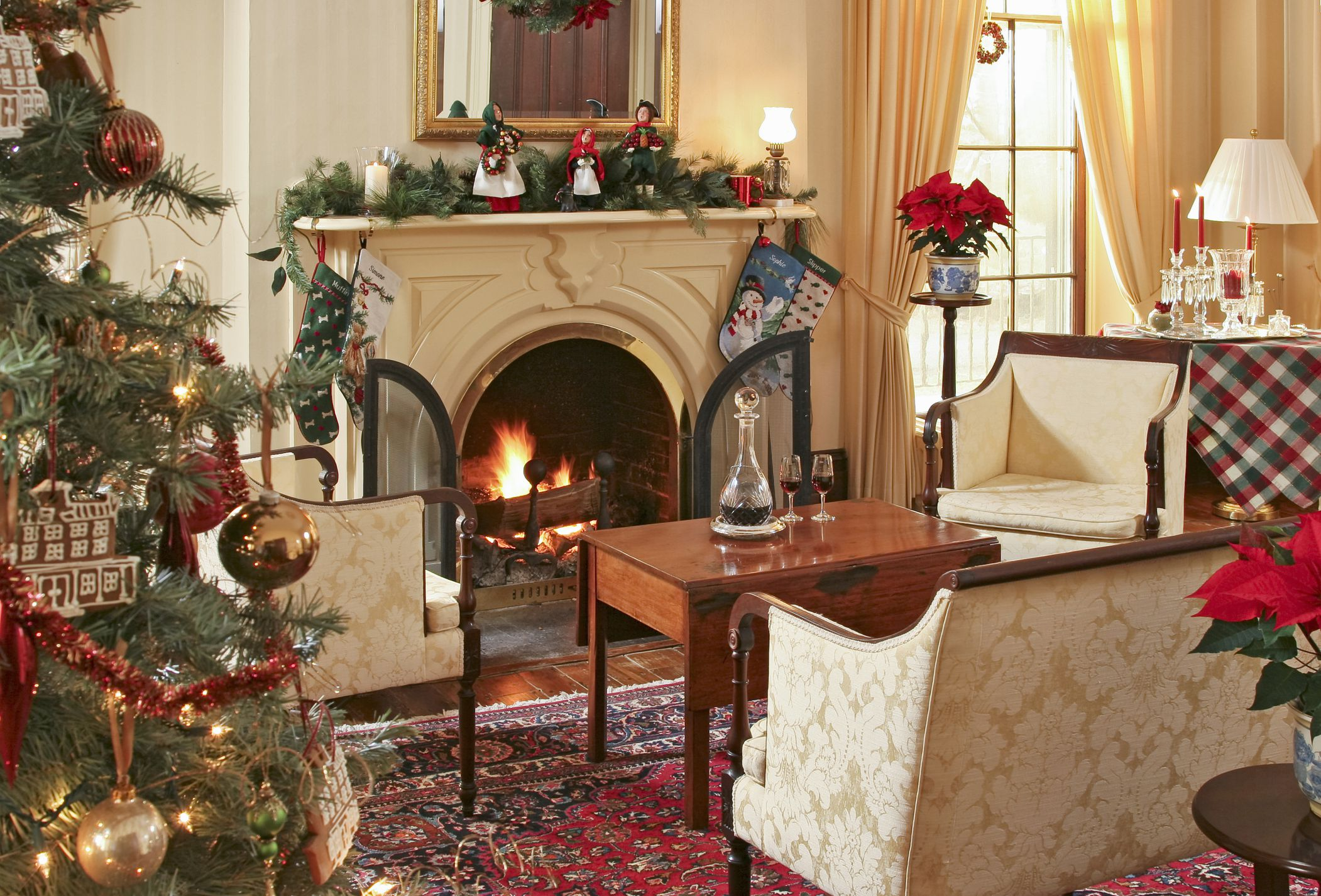 15 Beautiful Ways to Decorate the Living Room for Christmas on Beautiful Room Decoration  id=12266