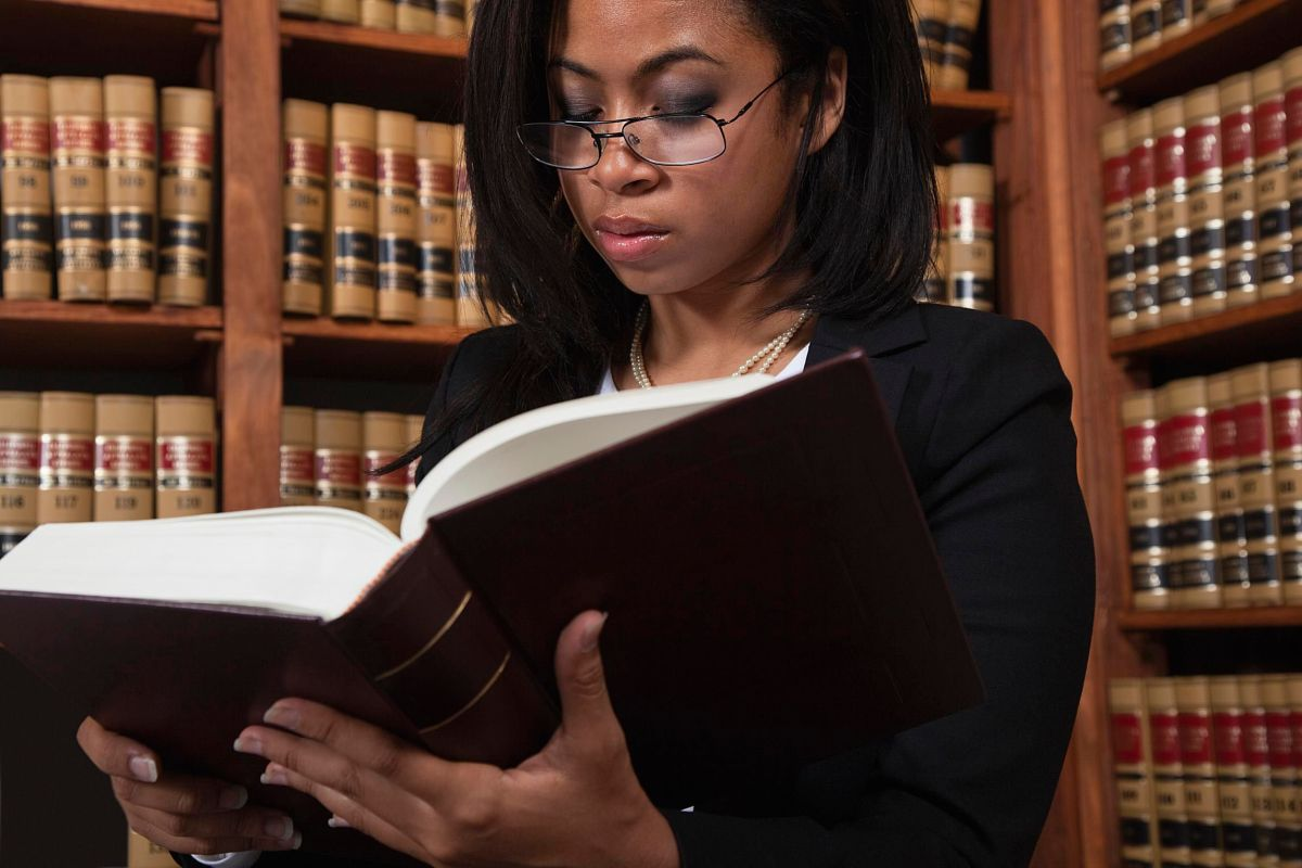 Knowing What To Look At When Hiring A Lawyer