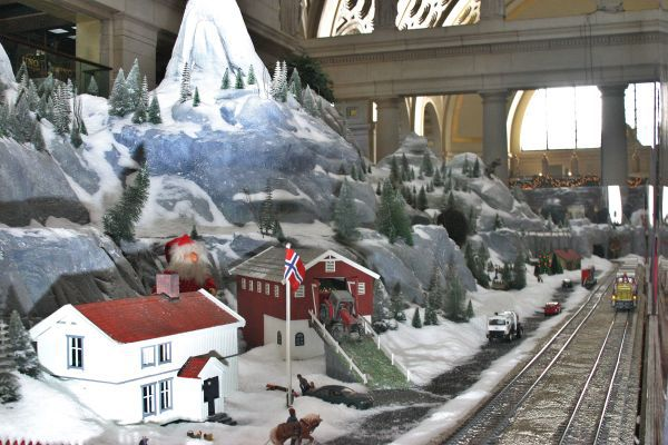 Christmas Model Train Displays Near Washington DC