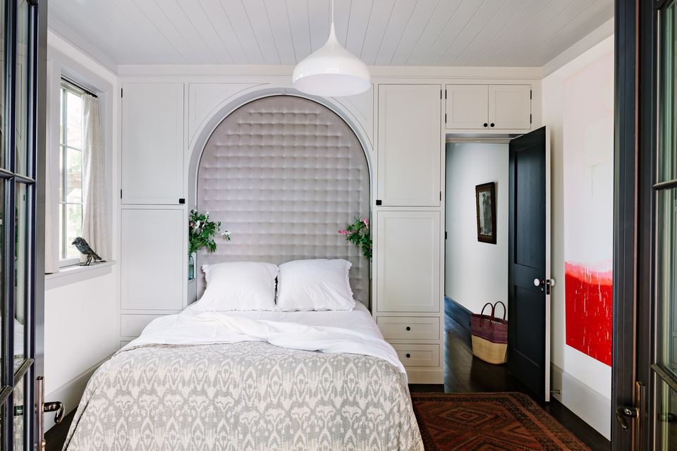 Small Master Bedroom Design Ideas, Tips and Photos on Bedroom Ideas For Small Rooms  id=12830