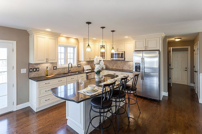 How to Buy a Model Home From a Builder on Modern:ln_Sacsp1Ua= Kitchen Model  id=97635