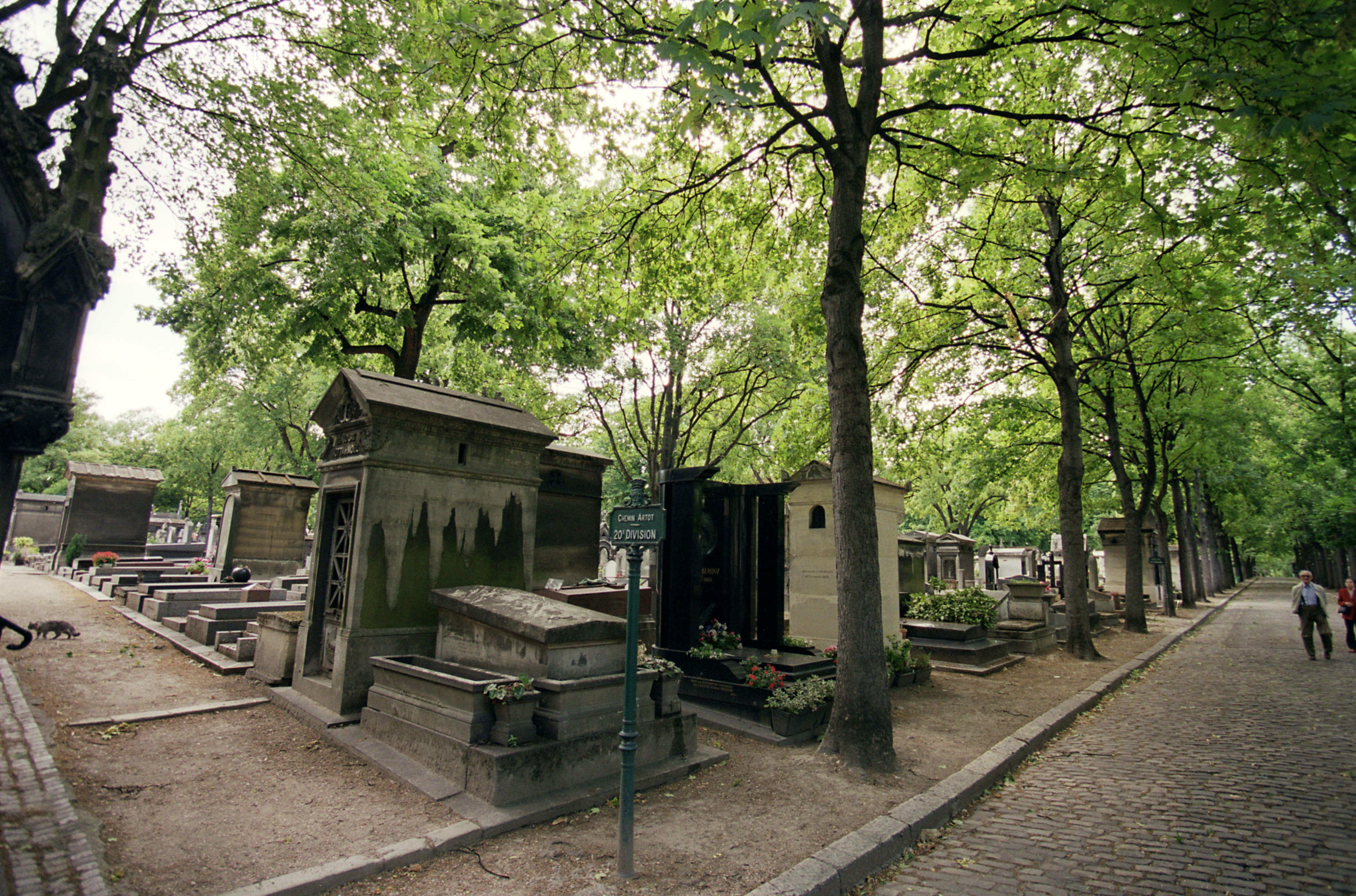 In Pictures Most Beautiful Cemeteries In Paris