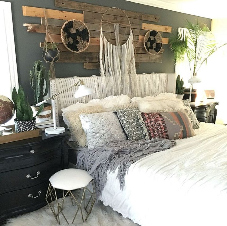 Beautiful Boho Bedroom Decorating Ideas and Photos on Boho Bedroom  id=48455