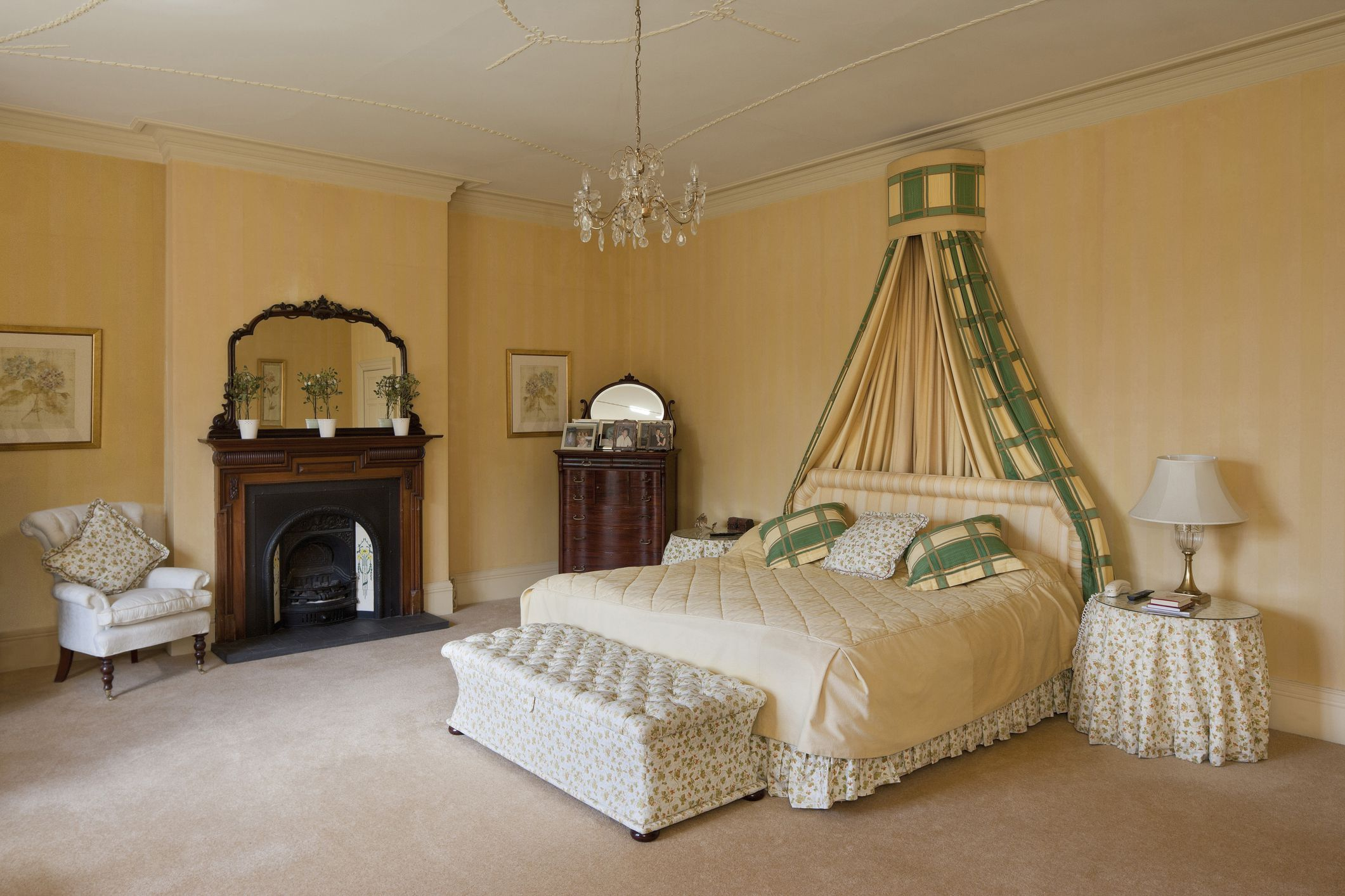 Decorate a Luxurious Victorian Bedroom on a Budget on Luxury Bedroom Ideas On A Budget  id=55927