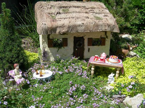 Fairy Garden IDeas: Fairy Garden Tea Party