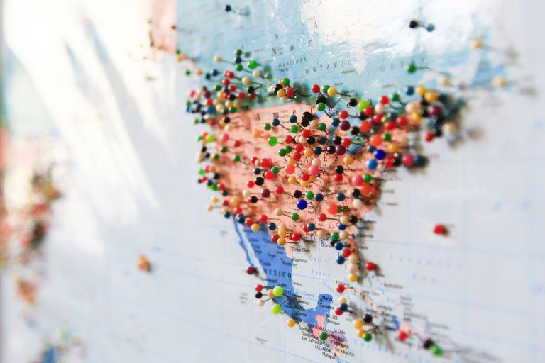 Birçok iğne ile harita