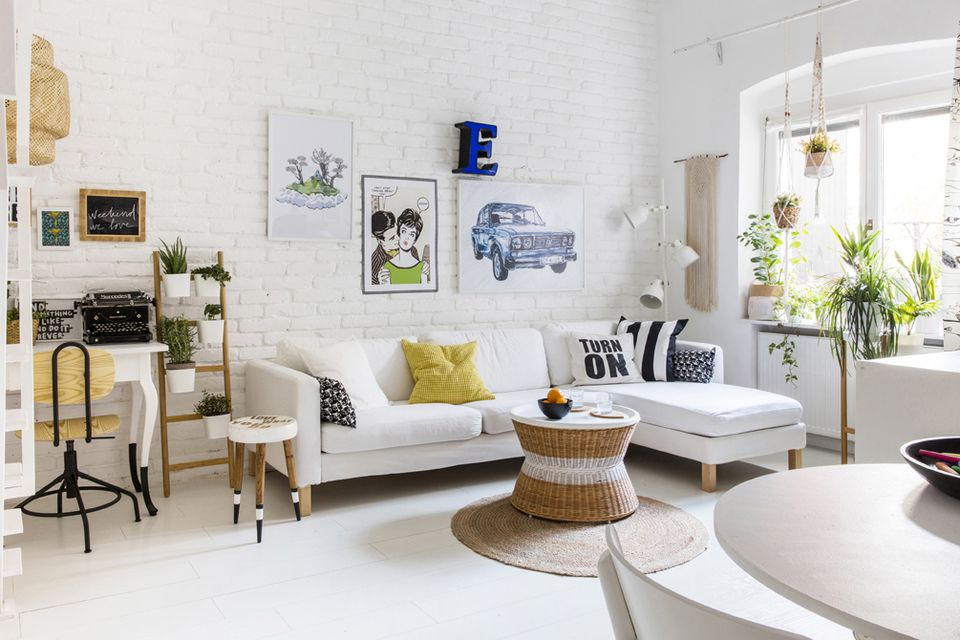 How to Decorate a Small Living Room on Decorating Small Living Room  id=79980