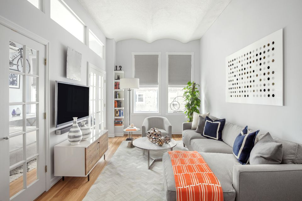 17 Beautiful Small Living Rooms That Work on Decorating Small Living Room  id=90338