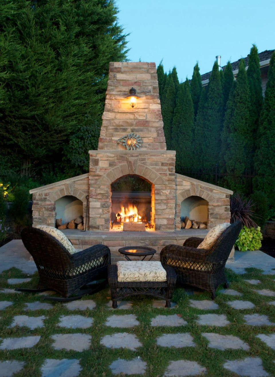 25 Warm and Welcoming Outdoor Fireplaces on Outdoor Fireplaces Ideas  id=90146