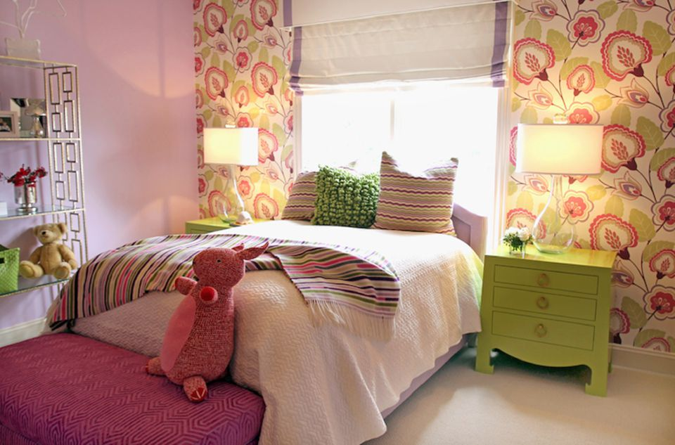 Ideas for Decorating a Little Girl's Bedroom on Bedroom Ideas For Girls Small Room  id=49786