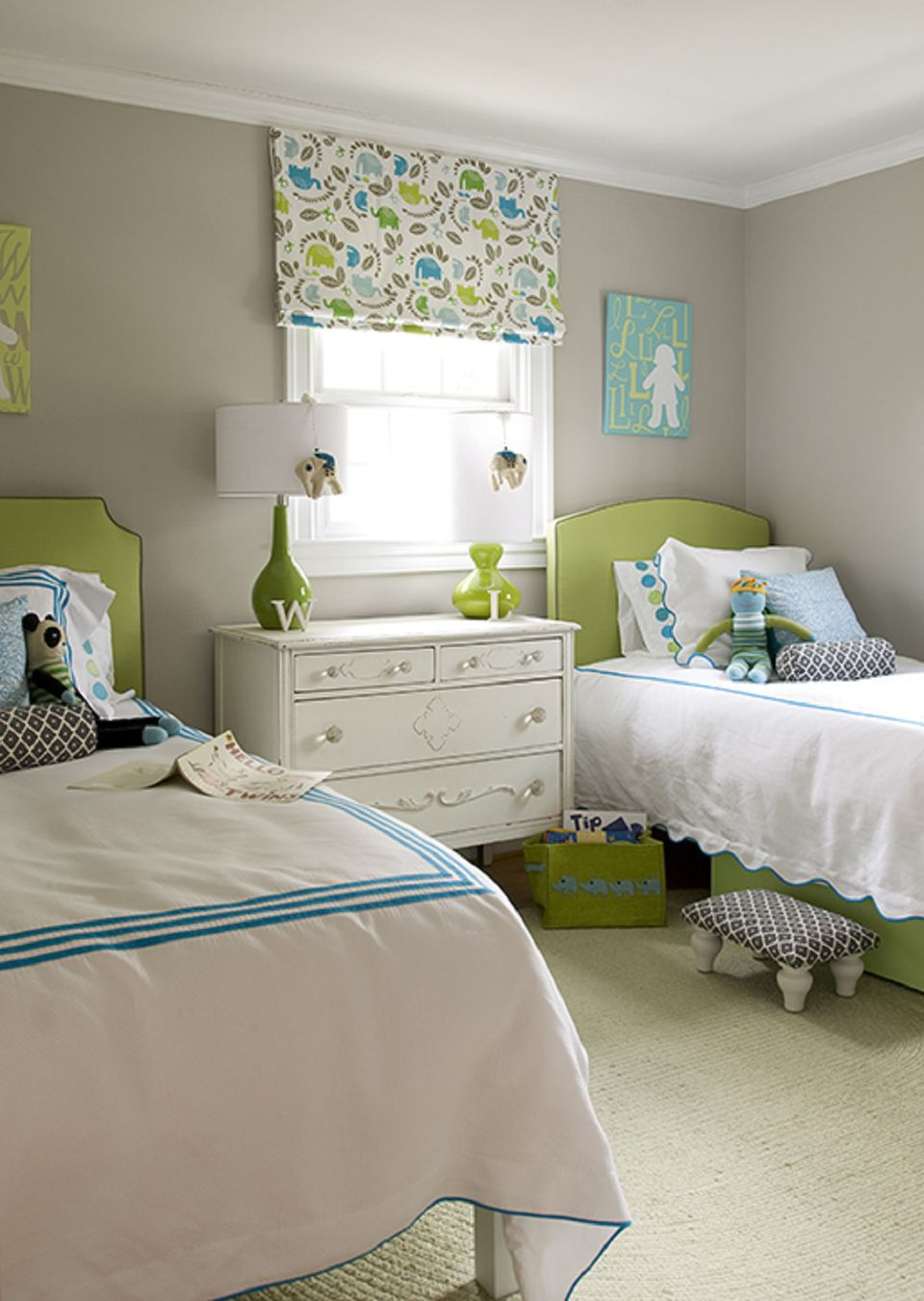 Ideas for Decorating a Little Girl's Bedroom on Girls Small Bedroom Ideas  id=52767