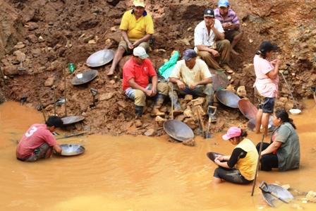 Comibol-buscara-minerales-en-cinco-zonas-de-Santa-Cruz