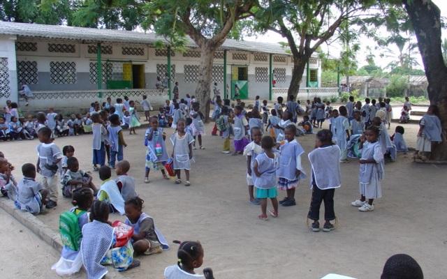 criancas-no-patio-do-parque