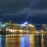 神戸の夜景 × 豪華客船「ボイジャー・オブ・ザ・シーズ」 撮影スポット