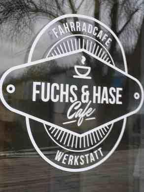farhrradcafe-stolpe-angermuende-logo-an-scheibe