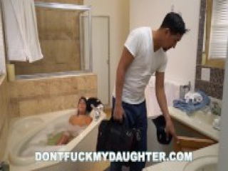 DON'T FUCK MY DAUGHTER - Teen Babe Lexy Bandera Gets Her Pipes Cleaned By Plumber