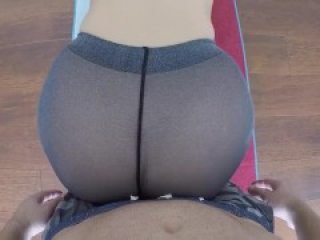 Beauty practices yoga, exciting her boyfriend !!! at home video