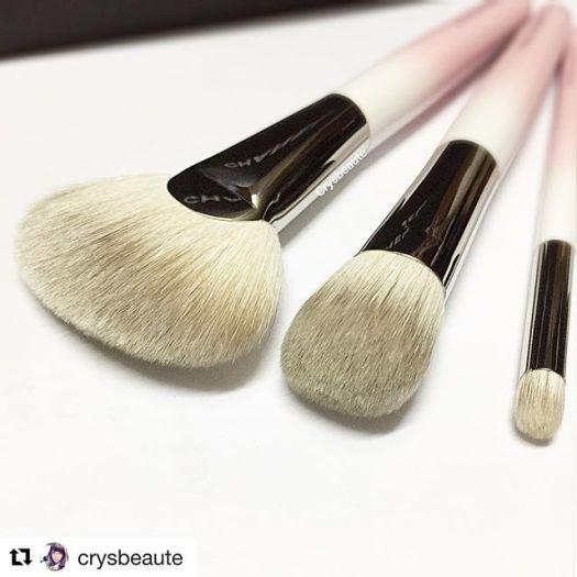 #Repost @crysbeaute (@get_repost)・・・Lovely beginner set ; ombré pinky 🖌🖌#hakuhodo / #ilovemakeup #limitededition #限定 #化妆品 #美容 #crysbeaute #beautyblog #beautyreview #makeupcollection #beautytalk  #skincare #instabeauty #sgbeauty  #instamakeup #makeuplovers #化粧品 #makeupmess #starclozetter #baila #howtomakeup #makeupcommunity #fashion #makeupcollector #beautycare #japanesebrushes #crueltyfree