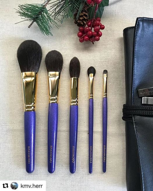 #Repost @kmv.herr (@get_repost)・・・Happy Holidays to all my IG friendsHere is another holiday set I got this yearThis Hakuhodo Mitsukoshi Set is also lovelier IRL. The brushes are all well-made as can be expected from Hakuhodo. Brushes are made of silky soft blue squirrel hair except for the eyeliner brush which is weasel. I had to wait til Christmas  to open this and it is truly worth the wait. Arigatou gozaimasu @toshiyafukuma @fudejapan for helping me get this lovely set, and many thanks to @crs_ty24 for helping me decide wisely on which sets to get. I'm so glad I didn't get from the other brandYou know what it is🤣🤣#fude #fudelover #fudejapan #madeinjapan #brushcollection #makeupbrushes #hakuhodo #hakuhodo